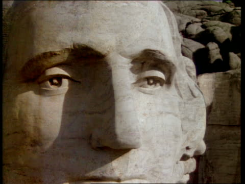 Close up pan faces on Mount Rushmore / South Dakota