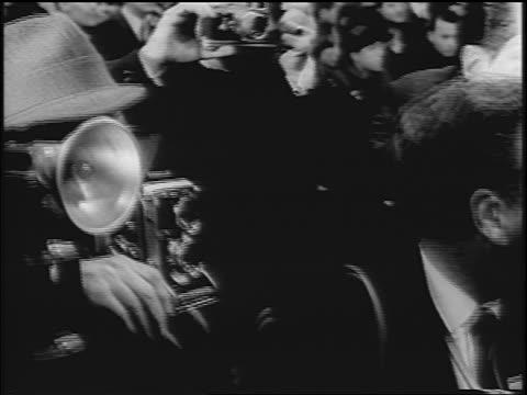 vidéos et rushes de close up photographers outdoors at movie premiere / times square / nyc / newsreel - paparazzi