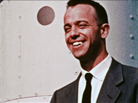 1959 close up portrait astronaut alan shepard jr in suit tie smiling outdoors / newsreel - einzelner mann über 30 stock-videos und b-roll-filmmaterial