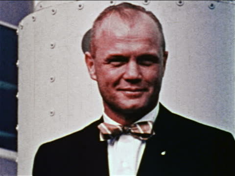 1959 close up portrait astronaut john glenn wearing bow tie smiling / newsreel - nur männer über 30 stock-videos und b-roll-filmmaterial