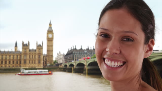 close up portrait of beautiful caucasian girl near big ben sightseeing in london - big ben点の映像素材/bロール