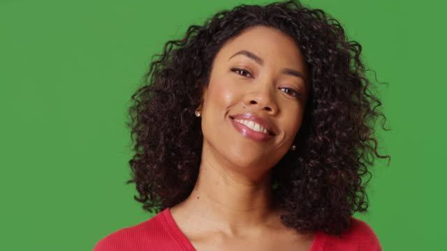 stockvideo's en b-roll-footage met close up portrait of cute black woman laughing looking at camera on greenscreen - {{relatedsearchurl(carousel.phrase)}}