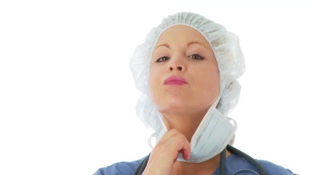 close up portrait of female surgeon - haarnetz stock-videos und b-roll-filmmaterial