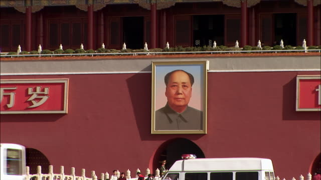 close up portrait of mao tse-tung/ zoom out wide shot traffic and pedestrians moving in front of gate of heavenly peace/ beijing, china - tiananmen square stock videos and b-roll footage