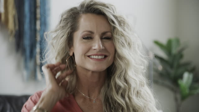 stockvideo's en b-roll-footage met close up portrait of smiling woman with blonde curly hair / lindon, utah, united states - videoportret