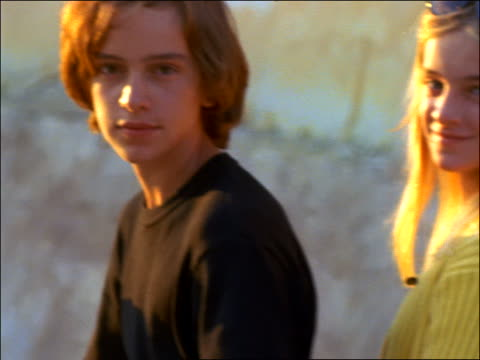 vidéos et rushes de close up pre-teen couple kissing + smiling at camera / corsica - couple d'adolescents