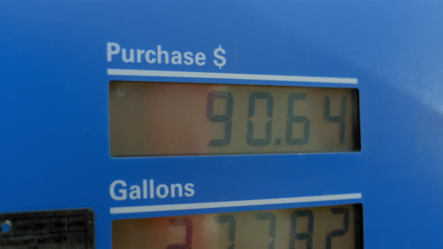 vídeos y material grabado en eventos de stock de close up price increasing on digital display of gas pump - inflación