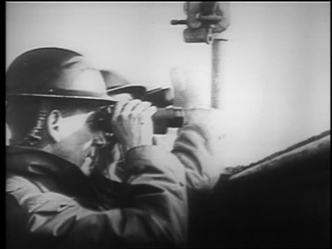 vídeos y material grabado en eventos de stock de b/w 1940 close up profile two soldiers using binoculars pointing / london blitz / educational - batalla de inglaterra