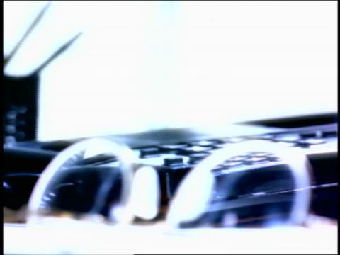 vídeos de stock, filmes e b-roll de overexpososed close up rack focus man's hand slamming down telephone / eyeglasses in foreground - superexposto