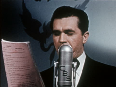 stockvideo's en b-roll-footage met 1941 close up radio announcer reading from script into microphone - 1941