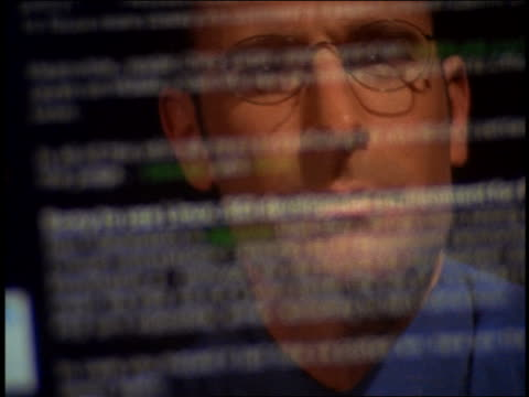 vídeos y material grabado en eventos de stock de close up reflection of businessman wearing eyeglasses in computer screen with scrolling text - 1999