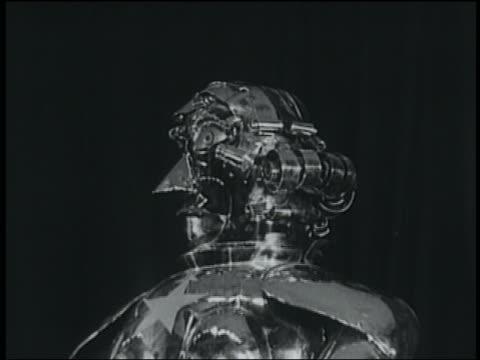 vídeos y material grabado en eventos de stock de b/w 1936 close up robot turns head + talks - invento