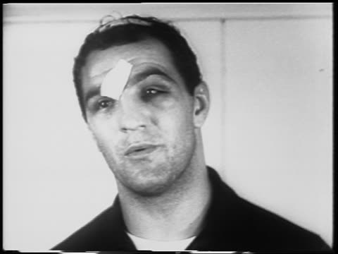 vídeos y material grabado en eventos de stock de b/w 1952 close up rocky marciano with bandages on face head talking after walcott fight - 1952