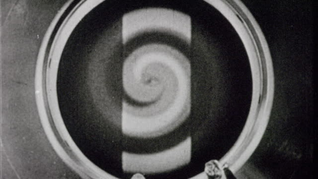 vídeos de stock e filmes b-roll de b/w 1933 close up round screen with swirling spiral design - espiral