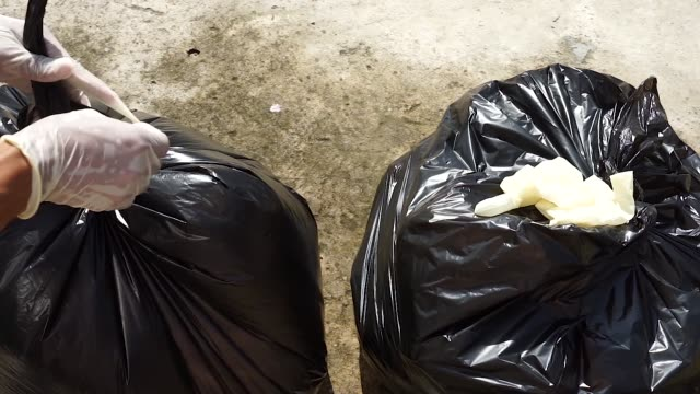 close up shot for collecting garbage in plastic bag - ゴミ袋点の映像素材/bロール