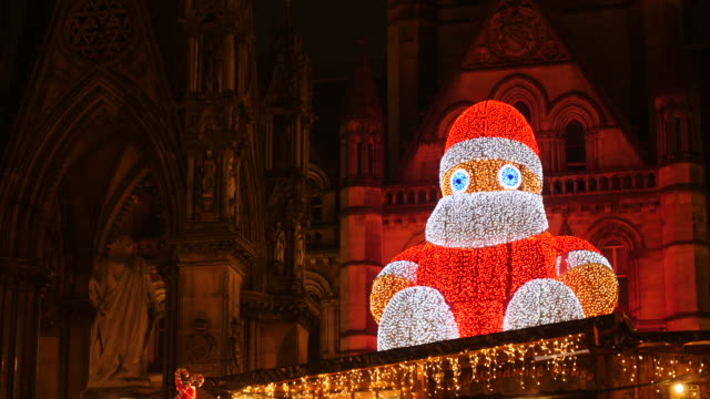 close up shot of a 'winter figure'' light installation at manchester town hall at night - lametta stock-videos und b-roll-filmmaterial