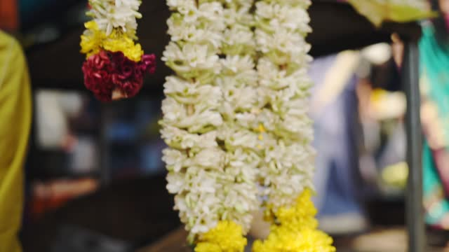 close up shot of colorful traditional celebration flower necklaces, munnar, india - marktstand stock-videos und b-roll-filmmaterial