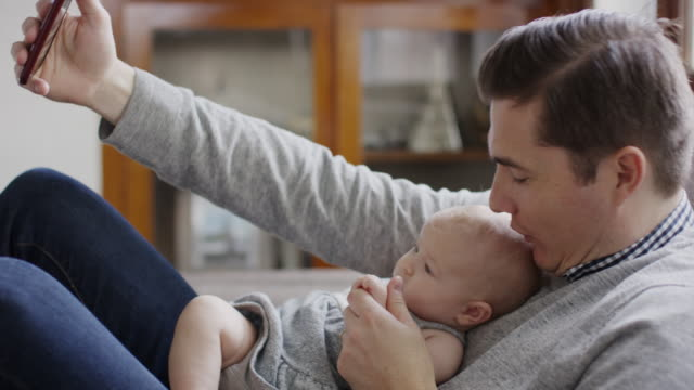 vidéos et rushes de close up shot of father and baby daughter posing for cell phone selfie / provo, utah, united states - provo