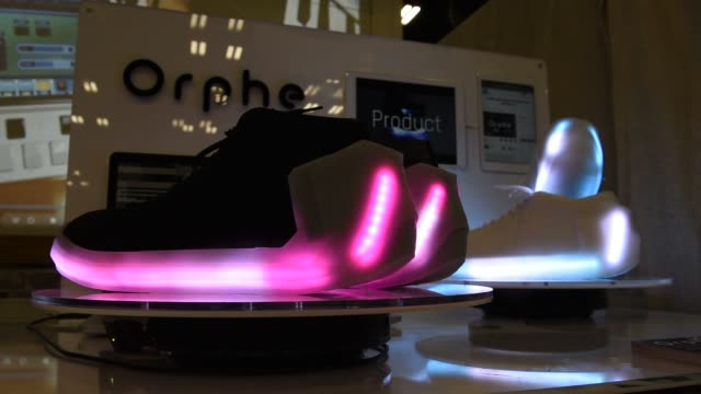 vídeos y material grabado en eventos de stock de close up shots of a young asian girl wearing a pair of orphe sneakers with lcd lights at the south by southwest interactive festival in austin,... - pantalla de cristal líquido