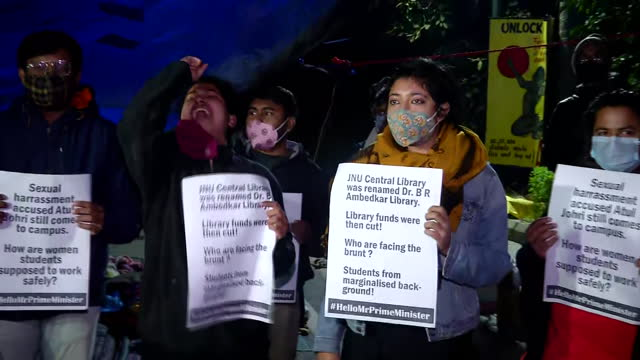 close up shots of the jnusu members holding placards during a protest at the north gate of the campus in delhi, on november 12, 2020. the placards... - war stock-videos und b-roll-filmmaterial