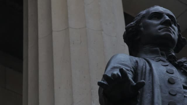 vídeos de stock e filmes b-roll de close up shots of the statue of george washington standing on the steps of federal hall on wall street in downtown manhattan new york shot on july... - george washington