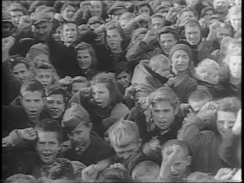 stockvideo's en b-roll-footage met close up shots of yugoslavian refugees with children as well as elderly / wide shots of groups of refugees as they gather and listen to a speaker /... - joegoslavië