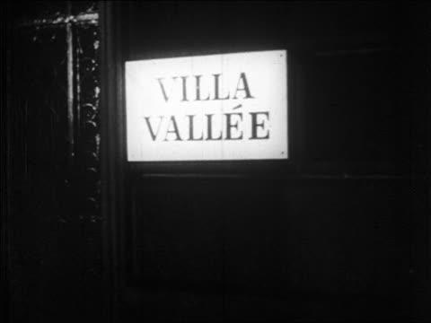 vídeos y material grabado en eventos de stock de b/w 1928 close up sign for villa vallee nightclub / nyc / newsreel - 1928