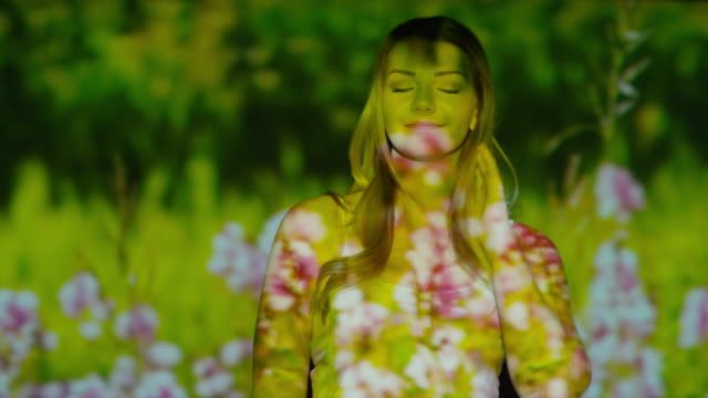 "vídeos de stock, filmes e b-roll de ""close up slow motion panning shot of meadow projected on dancing woman / cedar hills, utah, united states"" - sem manga"