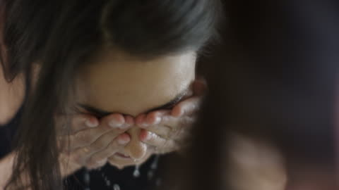 vidéos et rushes de close up slow motion reflection of woman washing face in mirror / cedar hills, utah, united states - laver