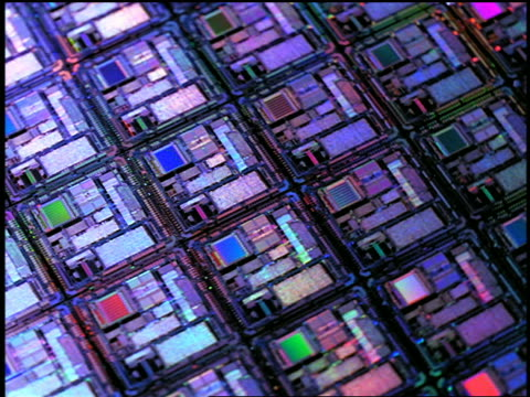 vídeos de stock e filmes b-roll de close up spinning computer chips with colored lights passing overhead - 1999