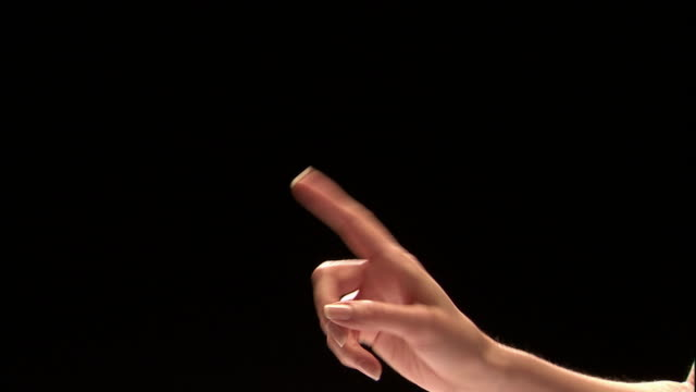 vídeos y material grabado en eventos de stock de close up studio shot of woman's finger shaking and pointing - indicar