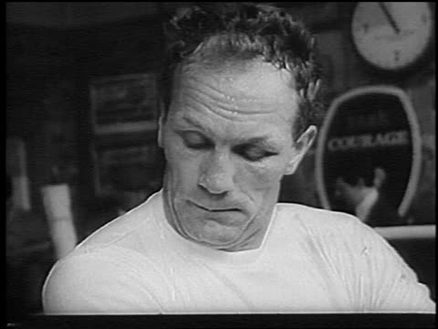 b/w 1966 close up sweating henry cooper working out before bout with muhammed ali / london / newsreel - einzelner mann über 30 stock-videos und b-roll-filmmaterial