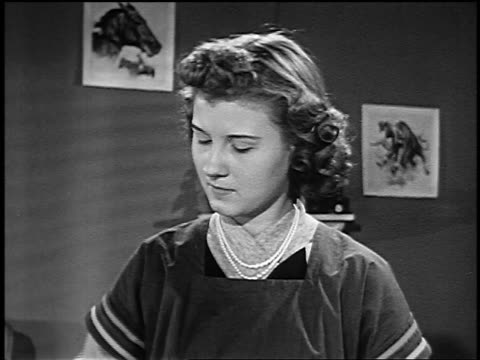 vídeos de stock, filmes e b-roll de b/w 1953 close up teen girl shaking thermometer then looking down smiling indoors - only teenage girls