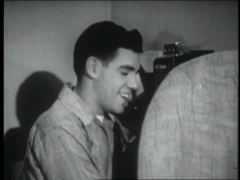 b/w 1947 close up teenage boy talking on pay phone - endast en tonårspojke bildbanksvideor och videomaterial från bakom kulisserna