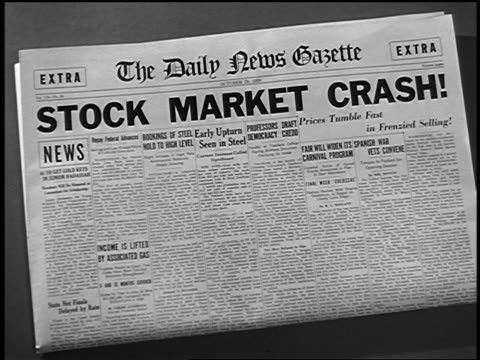 vídeos de stock, filmes e b-roll de close up the daily news gazette newspaper headline: stock market crash! - 1920 1929