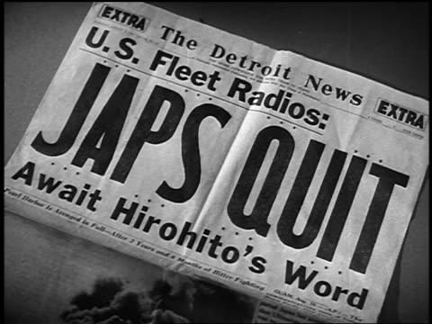 vidéos et rushes de close up the detroit news newspaper with headline: japs quit / await hirohito's word - world war 1