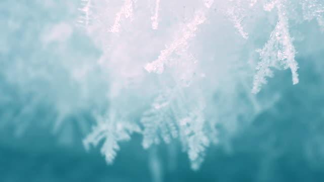 vidéos et rushes de fermer la glace d'un lac gelé - cristaux