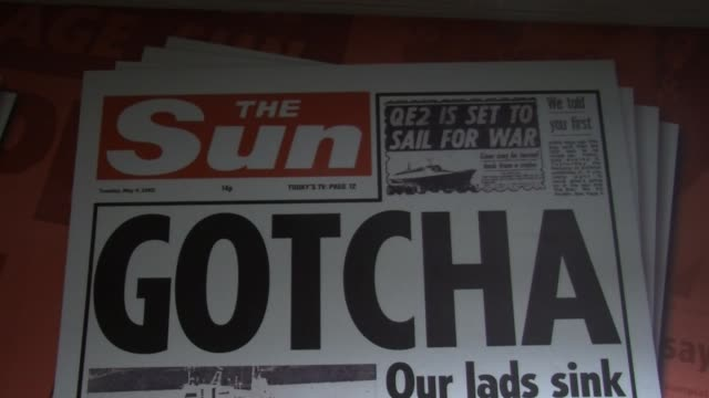 vídeos de stock e filmes b-roll de close up the sun front page from may 4 covering the falklands war empty news of the world offices in wapping london on august 12 2013 - ilhas malvinas