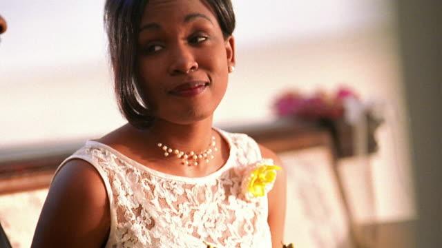 vídeos de stock e filmes b-roll de close up tilt up black bride listening to advice of middle aged black man - pai da noiva