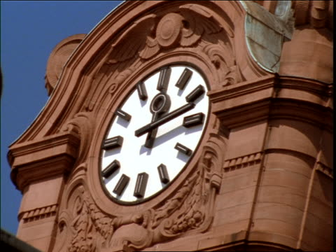 close up time lapse clock on clock tower of main train station / wiesbaden, germany - wiesbaden stock-videos und b-roll-filmmaterial