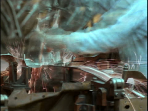 vídeos de stock e filmes b-roll de close up time lapse factory workers welding car parts on assembly line / gm factory - general motors