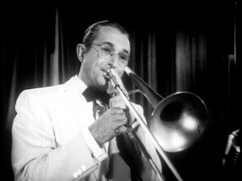 vídeos y material grabado en eventos de stock de b/w 1947 close up tommy dorsey playing trombone in tuxedo / feature film - sólo hombres jóvenes