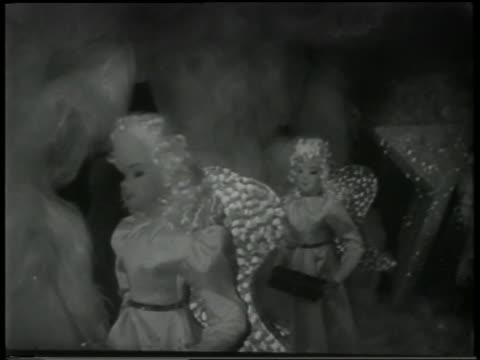 b/w 1951 close up toy angels moving in window display - ドール点の映像素材/bロール