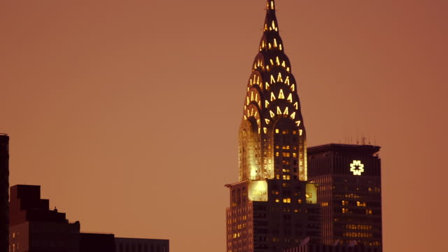 close up tracking shot (from east river) of chrysler building, new york, at sunset. - chrysler building stock-videos und b-roll-filmmaterial