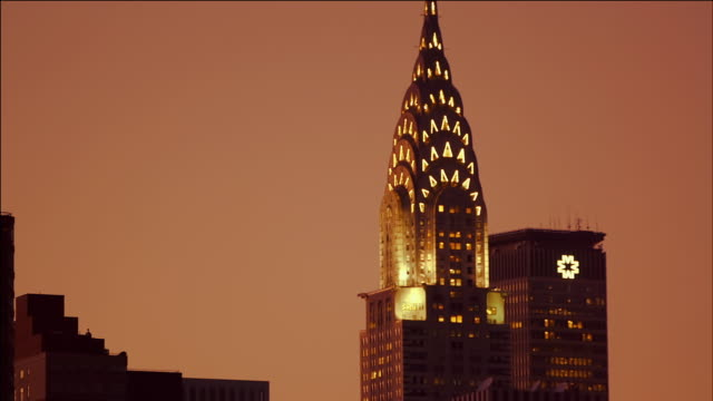 stockvideo's en b-roll-footage met close up tracking shot (from east river) of chrysler building, new york, at sunset. - chrysler