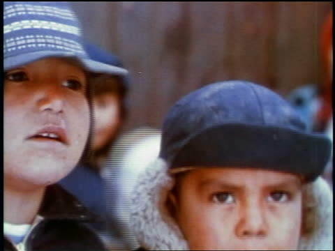vidéos et rushes de 1957 close up two young boys in hats outdoors / feature - casquette de baseball