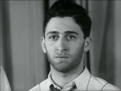 vídeos y material grabado en eventos de stock de b/w 1936 close up unshaven face of young man / newsreel - barba de tres días