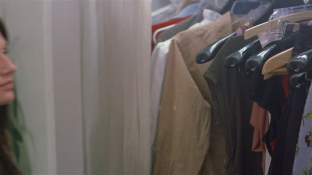 vídeos de stock, filmes e b-roll de close up woman looking through closet / selecting clothes - armário