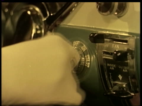 1955 close up woman's gloved hand turns key in ignition of car - 点火装置点の映像素材/bロール