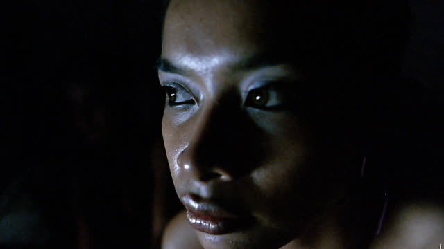 vídeos de stock e filmes b-roll de close up young asian woman looking around / indonesia - anxiety